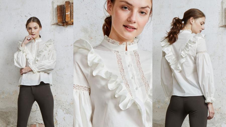 Blusa blanca con volantes y puntillas de la firma &MEUNLIMITED